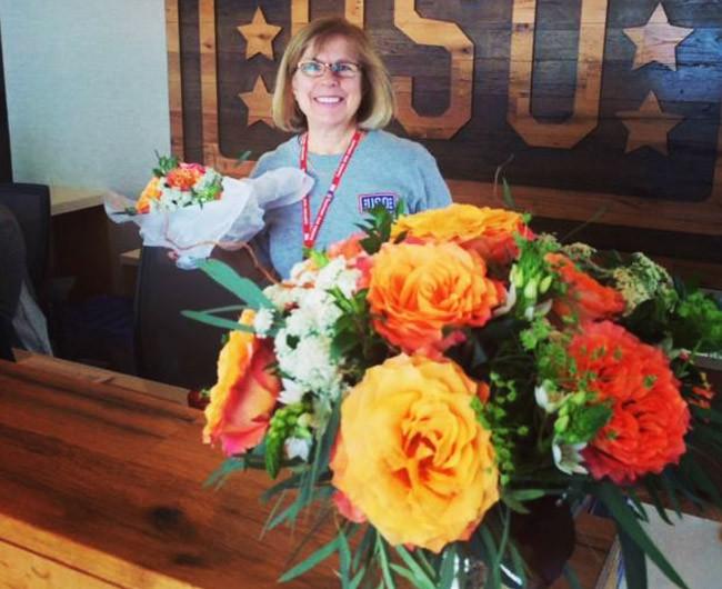 USO-bethesda-flower-donation